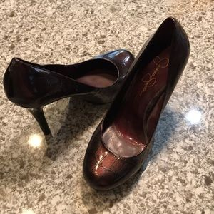 Burgundy cracked patterned Jessica Simpson pumps
